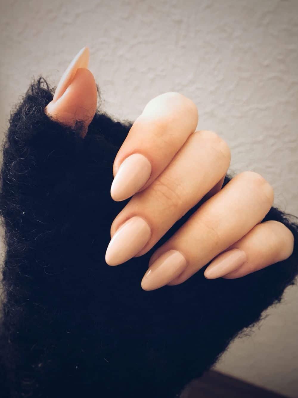 форма ногтей миндаль - пример 1