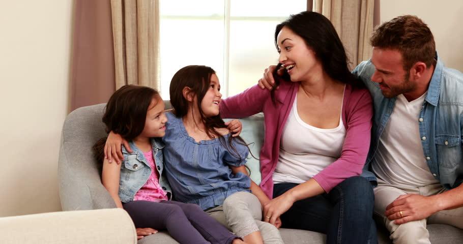 Смотреть Авторитет родителей в глазах ребенка в семье и воспитании детей видео